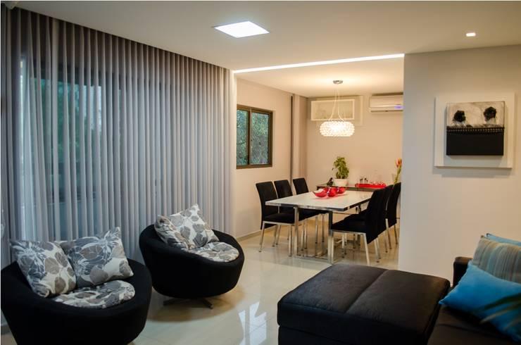 Apartamento Espinheiro: Salas de estar  por Andressa Rangel Arquitetura e Interiores