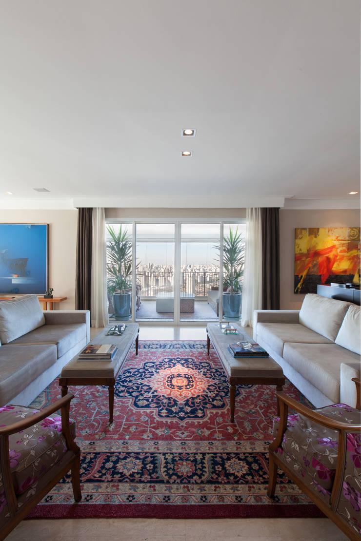 Apartamento Cidade Jardim: Salas de estar  por Officina44
