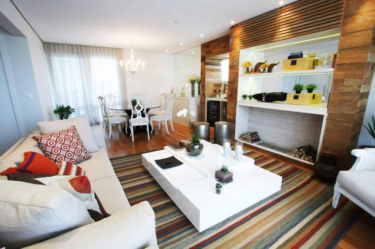 Apartamento Pinheiros 2: Salas de estar  por Officina44