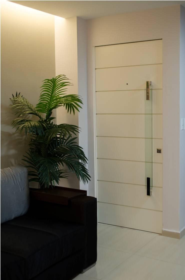 Apartamento Espinheiro: Janelas   por Andressa Rangel Arquitetura e Interiores
