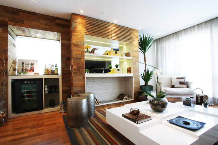Apartamento Pinheiros 2: Salas de estar  por Officina44,Moderno