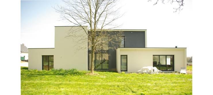 Construction d'une maison individuelle, Pleumeleuc, Ille-et-Vilaine: Maisons de style de style Moderne par bAAt architecture
