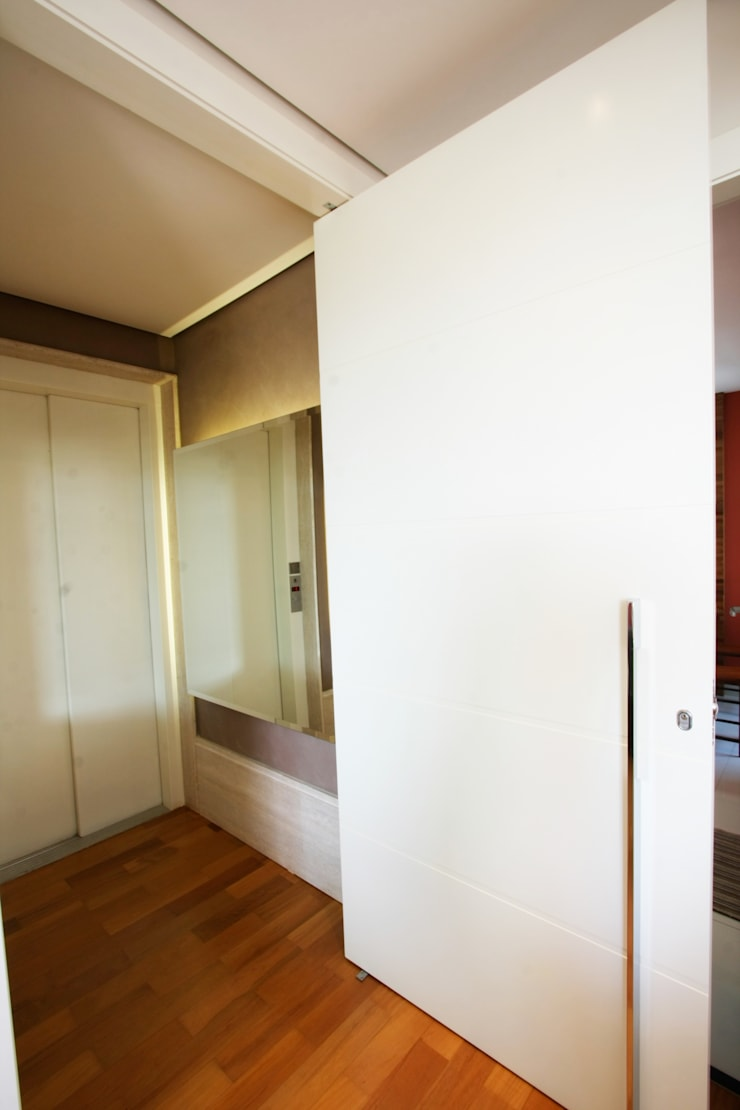Apartamento Pinheiros 2: Corredores e halls de entrada  por Officina44,Moderno