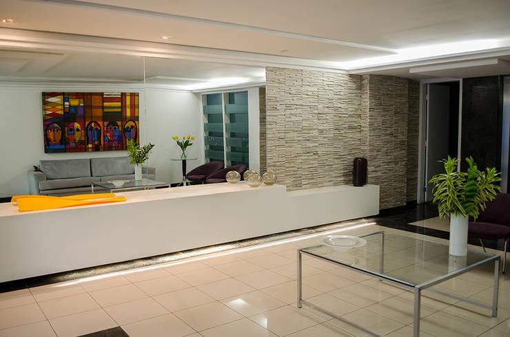 Hall Edifício Graças: Corredores e halls de entrada  por Andressa Rangel Arquitetura e Interiores