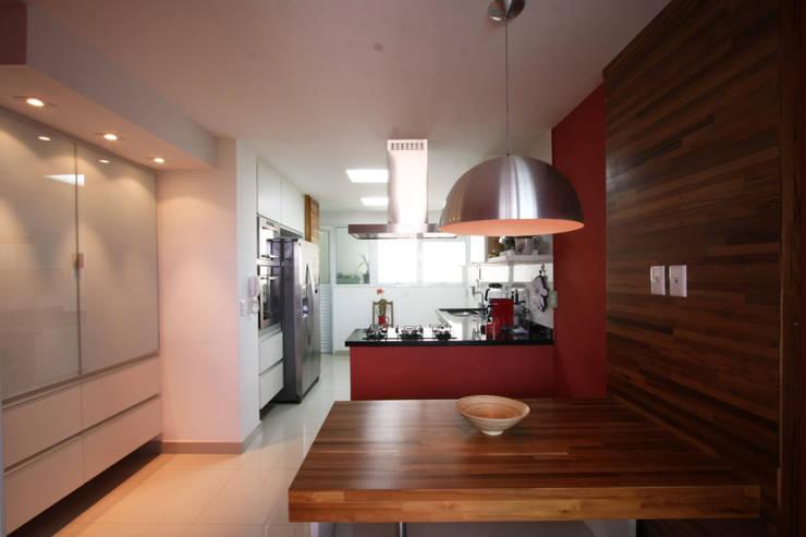 Apartamento Pinheiros 2: Cozinhas  por Officina44,Moderno