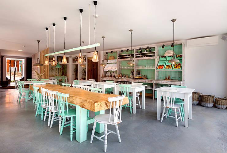 Sala da pranzo in stile  di SegmentoPonto4