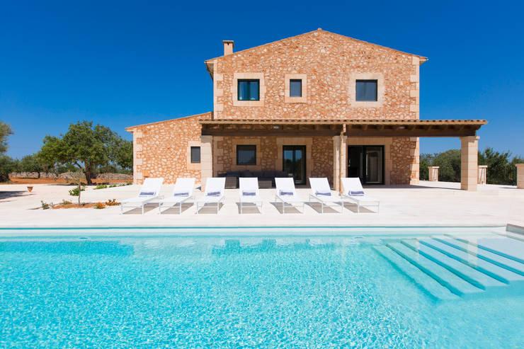 Villa CP Campos: Casas de estilo rústico de ISLABAU constructora