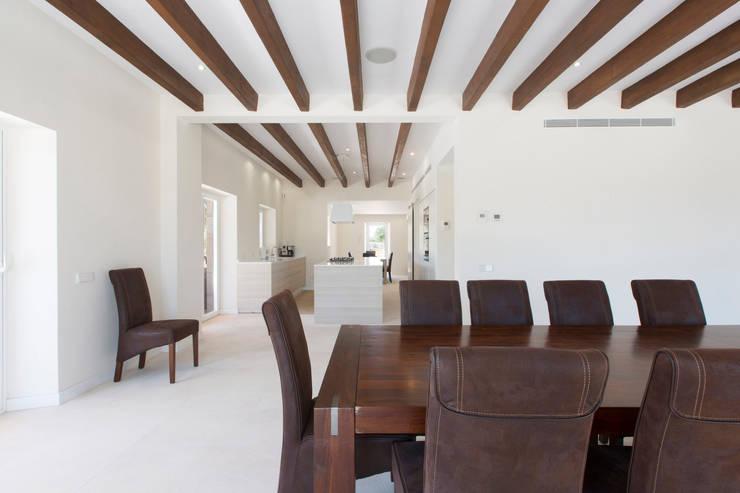 Villa CP Campos: Comedores de estilo rústico de ISLABAU constructora