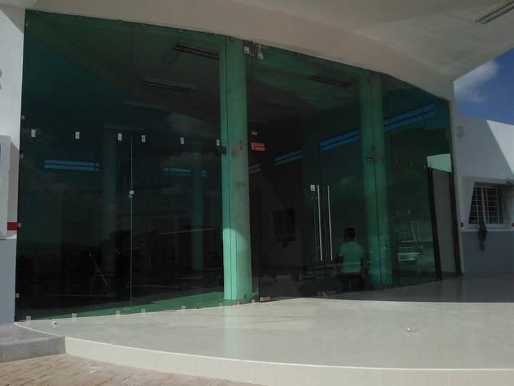 Trabajos Clínicas y consultorios médicos de estilo clásico de aluminio arquitectonico residencial Clásico