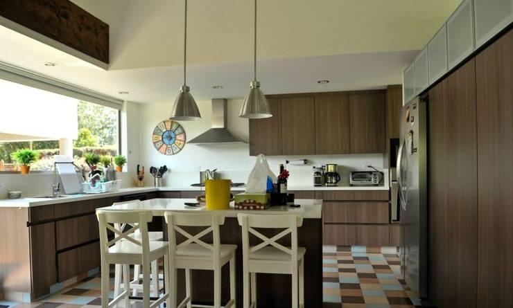 Kitchen by WVARQUITECTOS