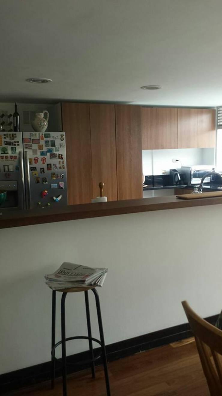 casa Beatriz Castro: Cocinas de estilo clásico por Arquitectura plus