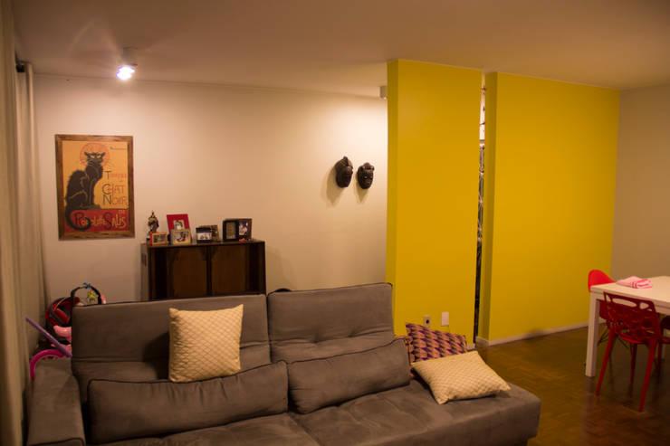 ambientação de sala de estar: Salas de estar  por ARM ARQUITETURA E URBANISMO