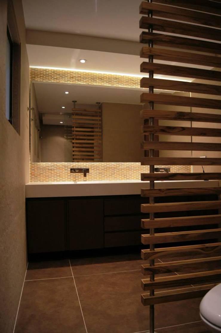 Baño Cuarto Sencillo: Baños de estilo  por MARECO DESIGN S.A.S, Clásico