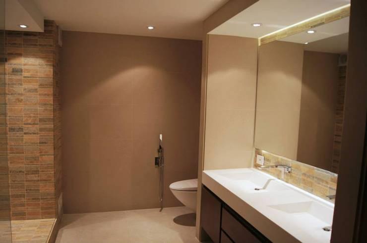 Baño principal: Baños de estilo  por MARECO DESIGN S.A.S, Clásico