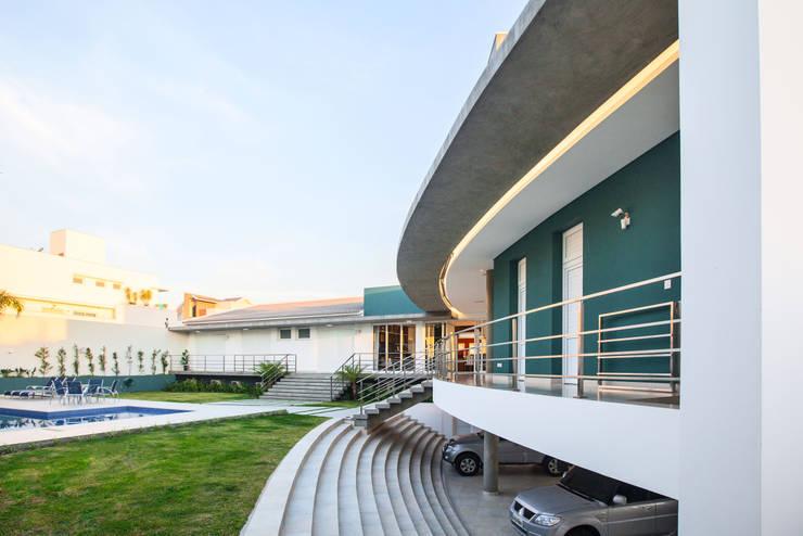casa rg: Piscinas  por grupo pr | arquitetura e design