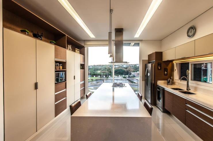 casa rg: Cozinhas modernas por grupo pr | arquitetura e design
