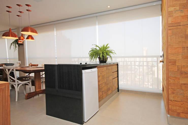 Varanda Apartamento Santana: Terraços  por Officina44