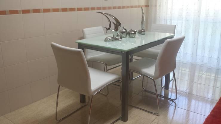 Apartamento T1: Cozinha  por Decoracoes Gina, Lda