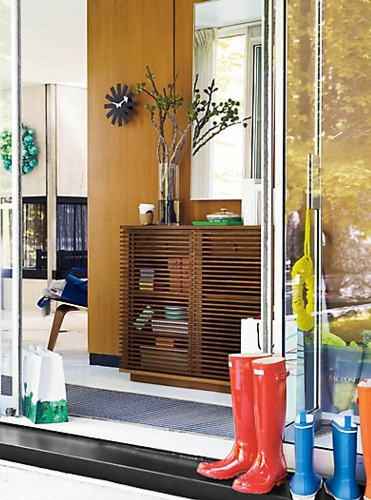 Consola LINE diseñado por Nathan Yong para DWR. : Vestíbulos, pasillos y escaleras de estilo  por Design Within Reach Mexico