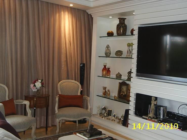 Estante Living: Corredores e halls de entrada  por mr maria regina de mello vianna arquitetura e interiores