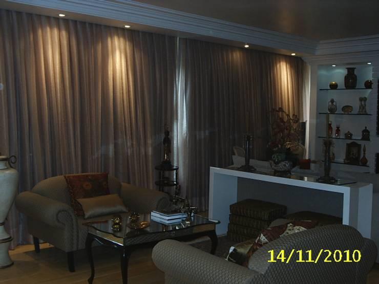 Living: Salas de estar  por mr maria regina de mello vianna arquitetura e interiores