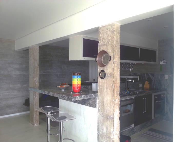 Cozinha integrada - ap varandas: Cozinhas  por omnibus arquitetura,