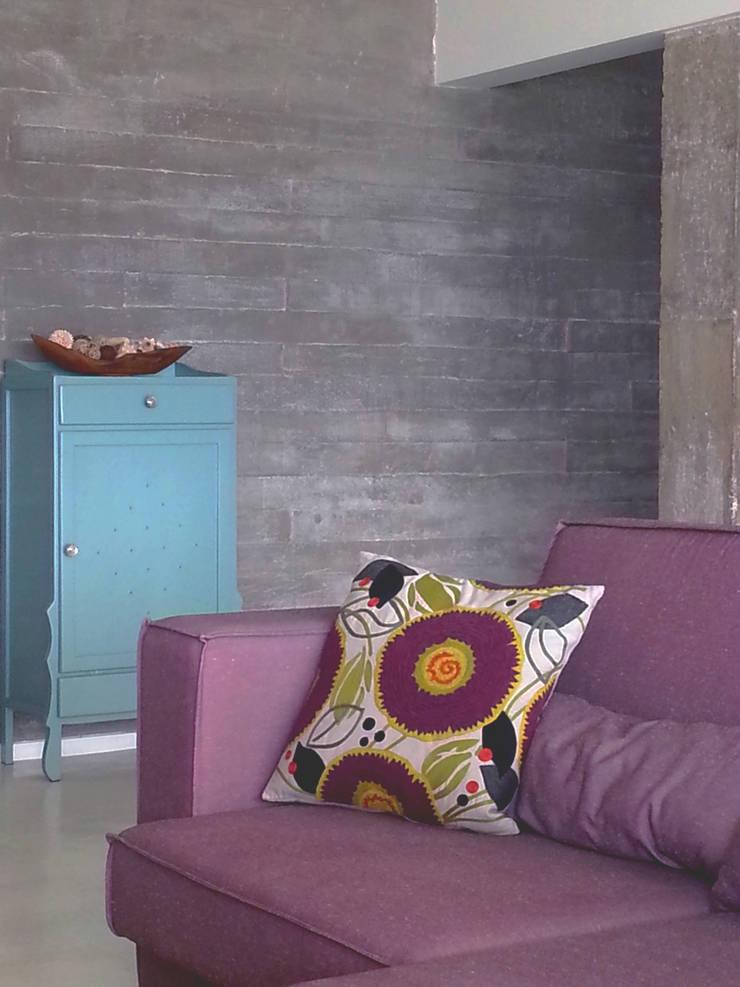 Cores e angulos - ap Varandas: Salas de estar  por omnibus arquitetura,