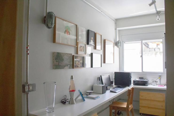 Home office - ap caldo: Escritórios  por omnibus arquitetura