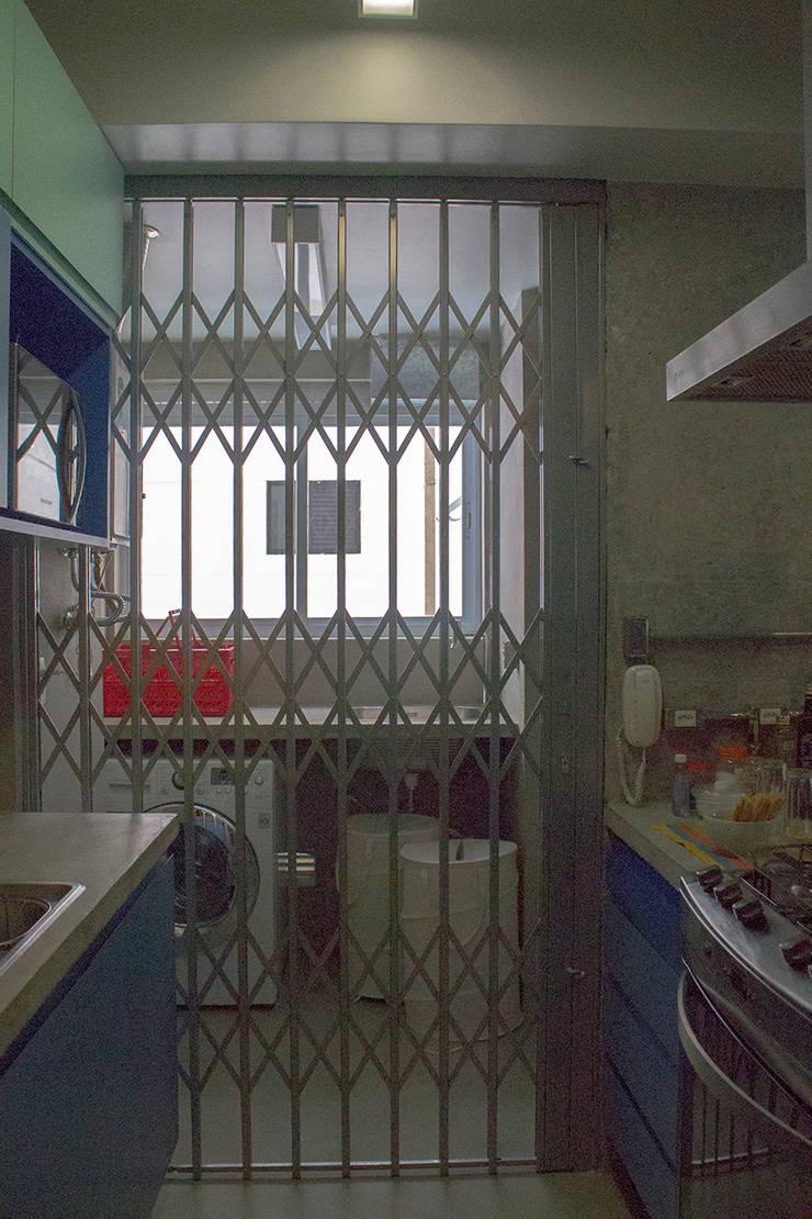 Porta Pantográfica - ap caldo: Janelas   por omnibus arquitetura