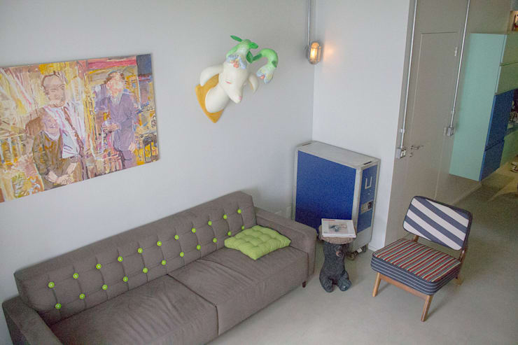 Sala estar charmosa - ap caldo: Salas de estar  por omnibus arquitetura
