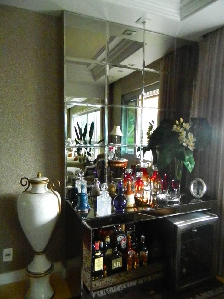 Detalhe Bar Sala de Jantar: Salas de jantar  por mr maria regina de mello vianna arquitetura e interiores