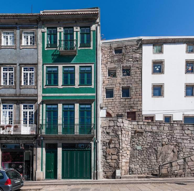 <q class='-first'>Pier 67</q> : Casas  por Arpadór,  Arquitectos e Associados, lda
