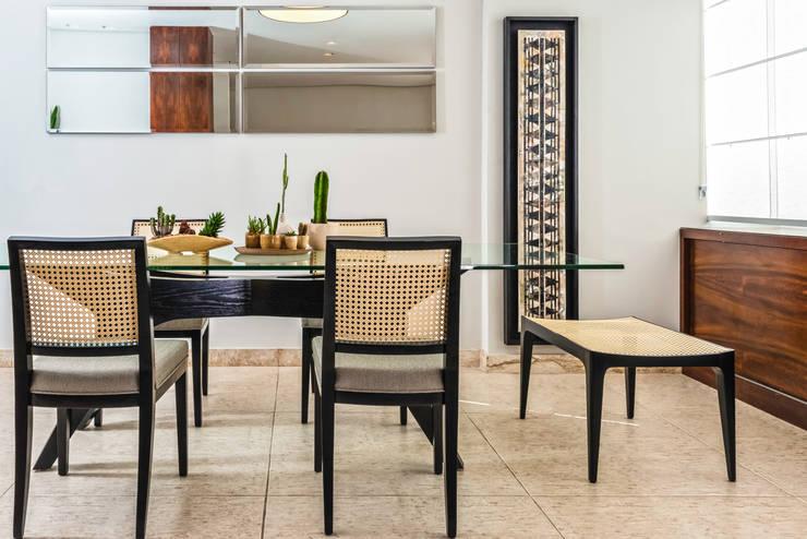 APARTAMENTO VILA PARIS: Salas de jantar  por Ophicina de Arquitetos,Moderno