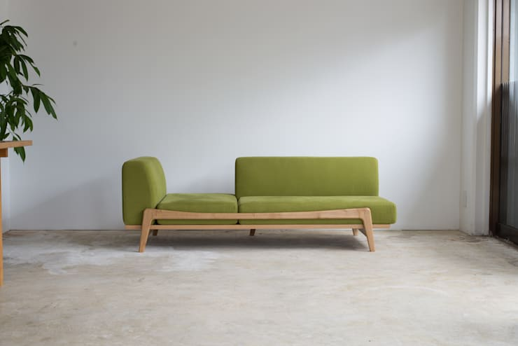 Luu Sofa: グリニッチが手掛けたリビングルームです。