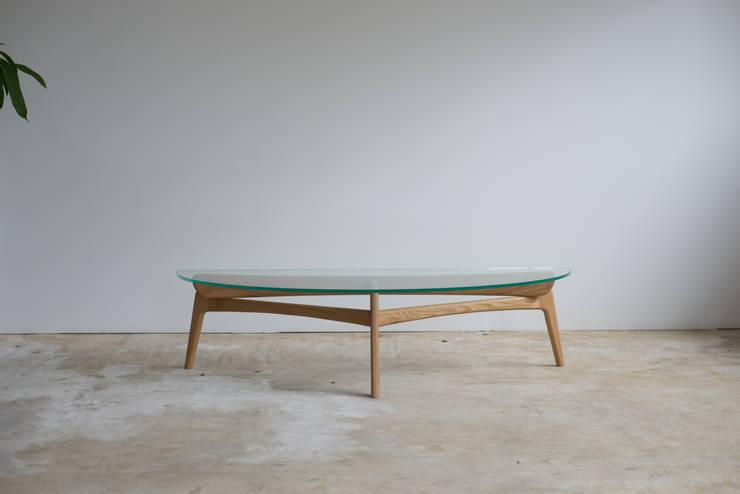 Luu Table: グリニッチが手掛けたリビングルームです。,