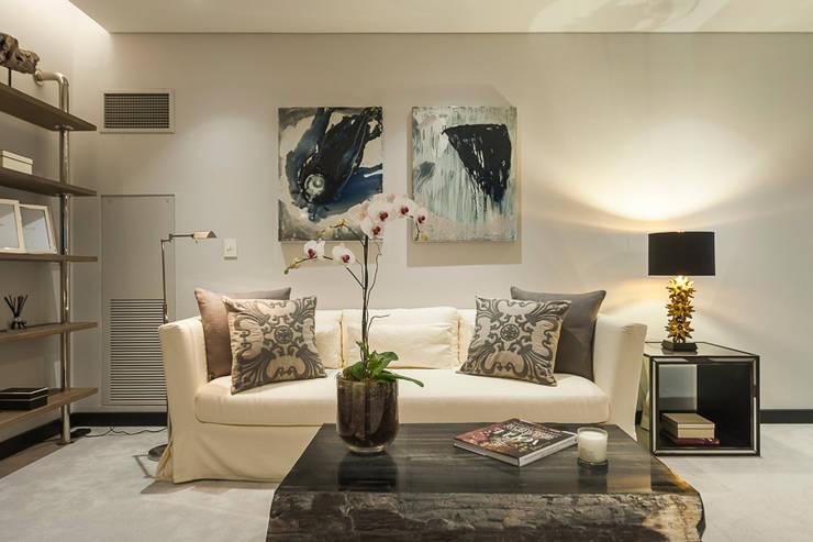 DEPARTAMENTO EN LOMAS: Recámaras de estilo  por HO arquitectura de interiores