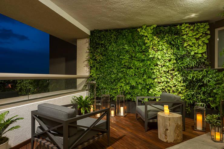 DEPARTAMENTO EN LOMAS: Terrazas de estilo  por HO arquitectura de interiores