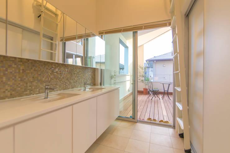 洗面所: インデコード design officeが手掛けた浴室です。