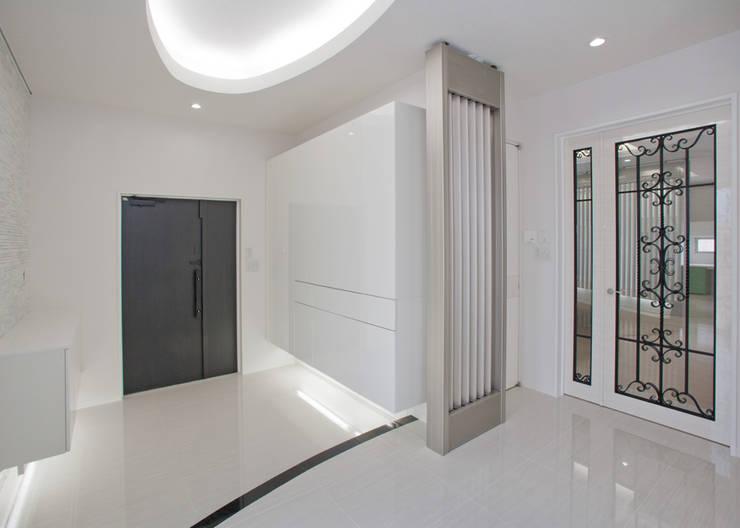 エントランススペ-ス: 一級建築士事務所ATELIER-LOCUSが手掛けた廊下 & 玄関です。,モダン 石