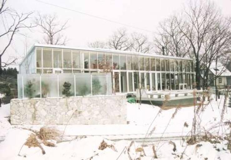 雪の外観を見る: 一級建築士事務所ATELIER-LOCUSが手掛けた家です。