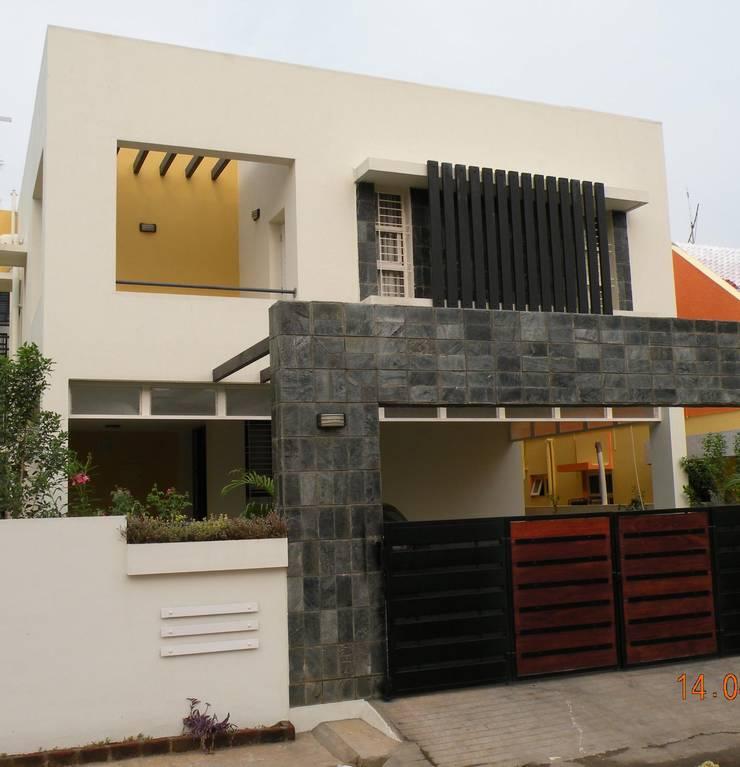 Prashanth's Residence:  Houses by ICON design studio
