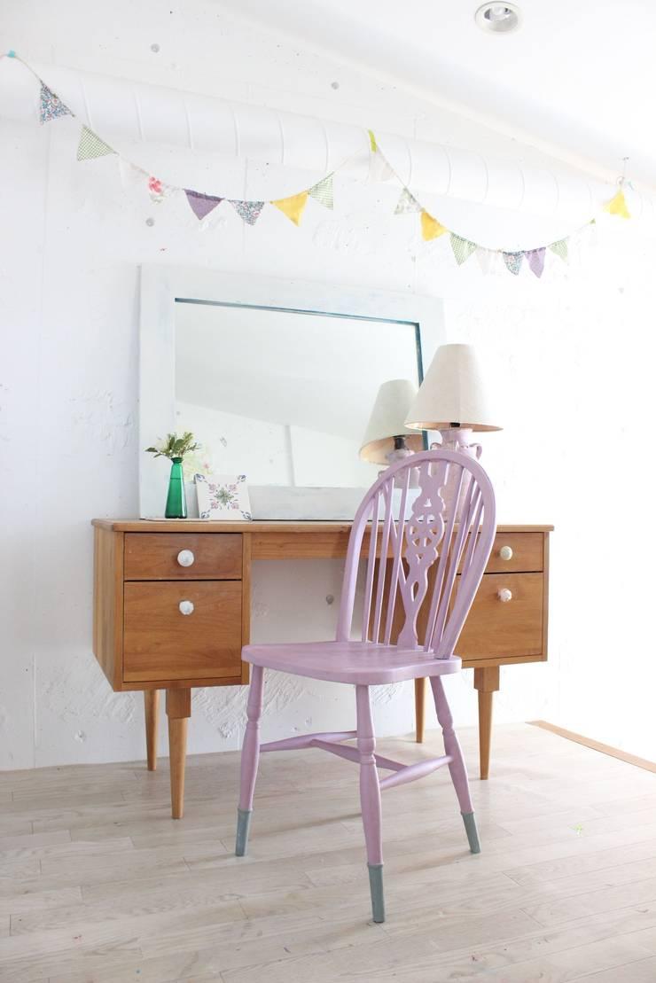 長靴をはいたフラミンゴ 1950's 英国アンティーク: おしゃれな椅子店が手掛けたダイニングルームです。,