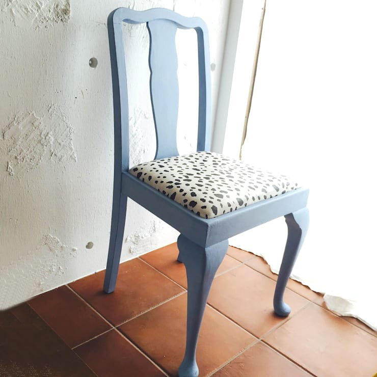 ダルメシアン柄のねこの椅子 ~1940's 英国アンティーク~: おしゃれな椅子店が手掛けたドレスルームです。,