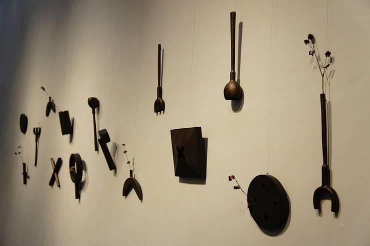「Expositions Cartes Blanches」 La Borne  Centre Ceramique(La Borne, France): KEIICHI TANAKAが手掛けたリビングルームです。