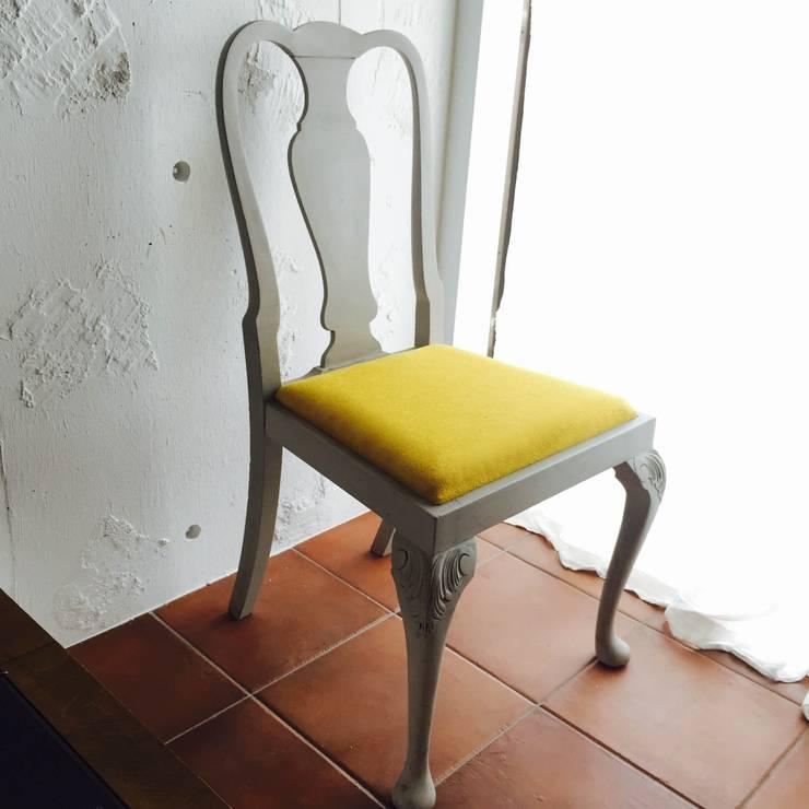 灰色のうさぎとひまわりの椅子 ~1950's 英国アンティーク~: おしゃれな椅子店が手掛けたダイニングルームです。,