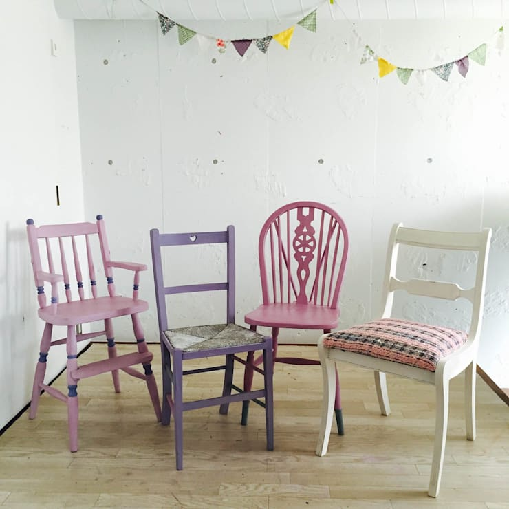 同じ色のトーンでまとめる: おしゃれな椅子店が手掛けたダイニングルームです。