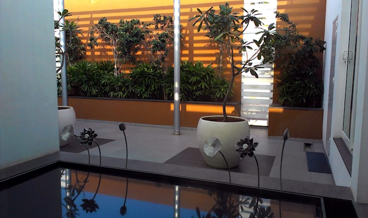 LRT: tropical Garden by ICON design studio