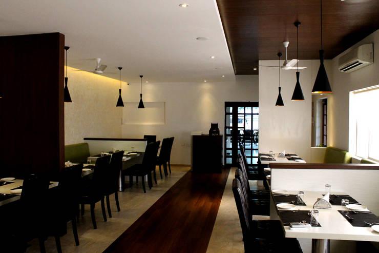 Gayatri Restaurant:  Hotels by ICON design studio