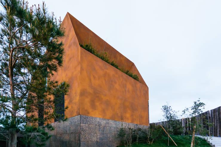 Casa Varatojo : Casas modernas por Atelier Data Lda