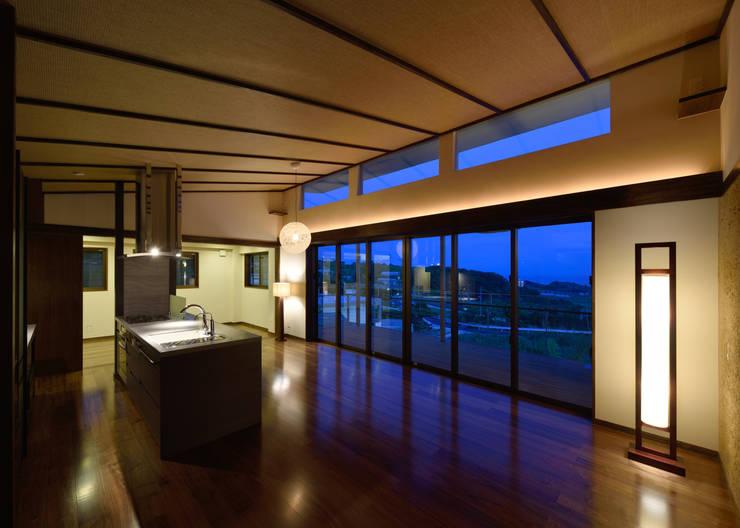 風の通る家: アーキペラゴデザイン一級建築士事務所が手掛けた廊下 & 玄関です。,モダン